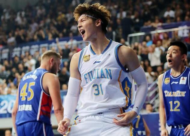 """CBA快乐篮球第一人!面对新疆球迷嘘声 他用""""么么哒""""回应"""