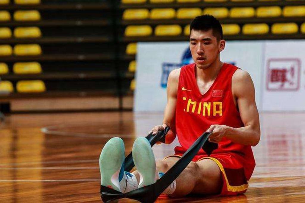 拒绝北京男篮2倍高薪! 撞伤刘晓宇引热议, 27岁曾是游泳健将