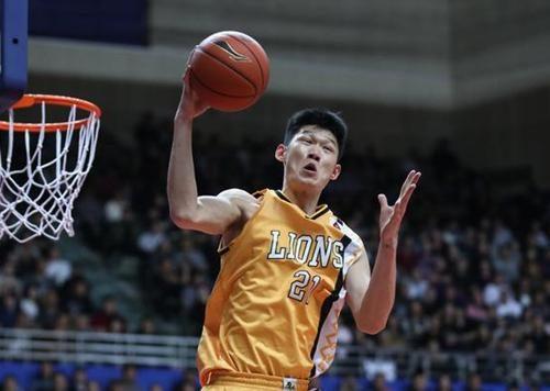 CBA本赛季进步神速球员,王哲林比肩姚明