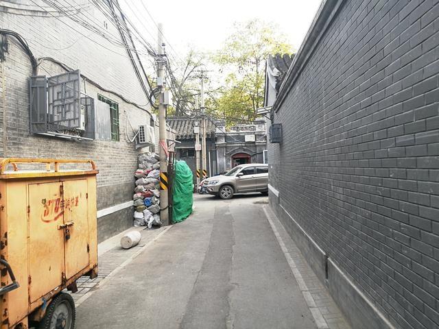 北京老胡同四合院平房要装修改造,外部是精致古街内部是破旧生活