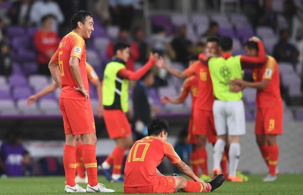 中国足球两开花:女足胜韩国夺冠,男足2-1泰国,