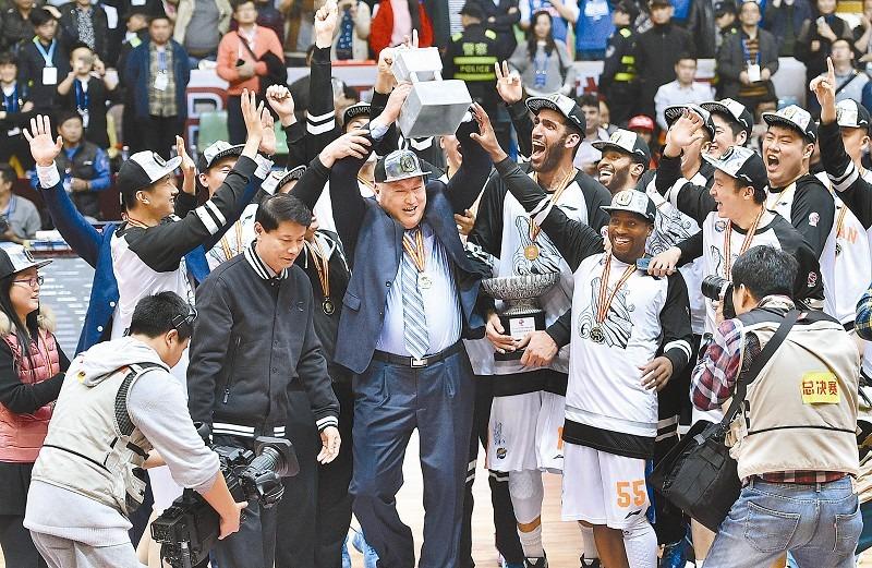 CBA中最另类的两支队伍,中国篮球的未来还得看他们!