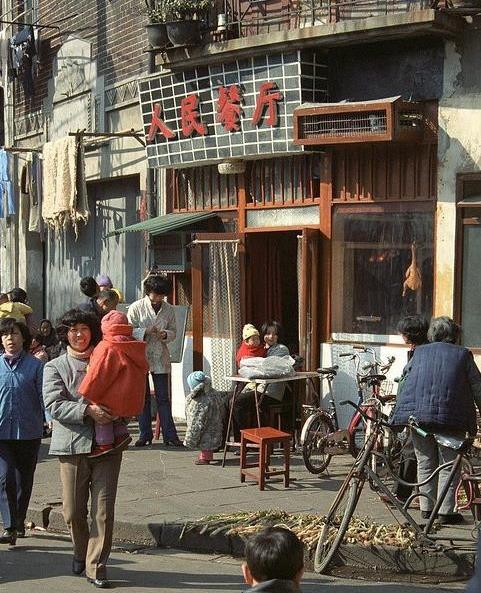 1986年的上海高清彩照,没有如今那么繁荣,但老上海味十足!