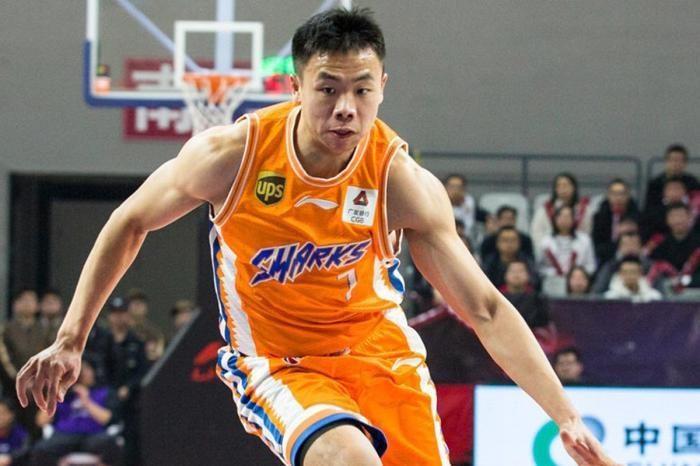 他曾被誉为中国篮球未来新星和林书豪传人,如今却在CBA守饮水机