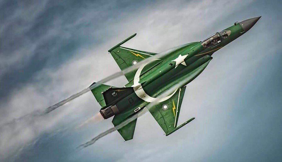 歼10、F-16、F-15同在一片蓝天下或在巴基斯