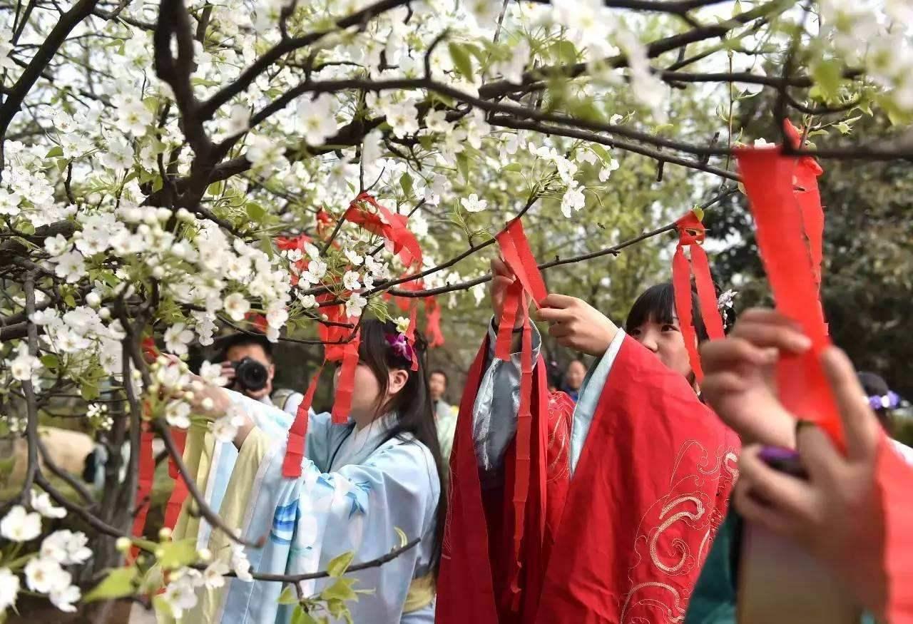 日期最不固定的传统节日之一,曾与中秋节齐名,如今缓慢复兴中
