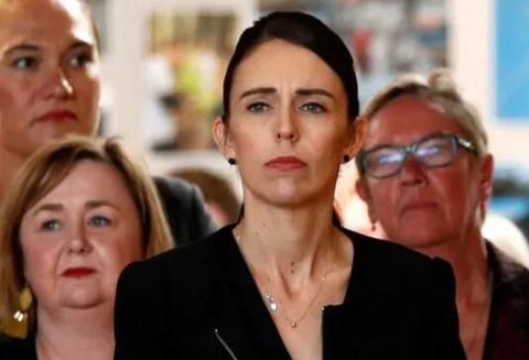 新西兰总理:禁止售卖所有军用半自动枪械
