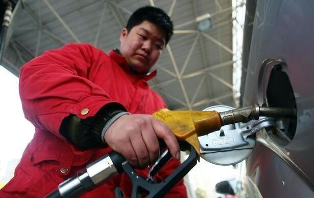 好消息:4月1日成品油增值税下降,油价将下调超220元/吨
