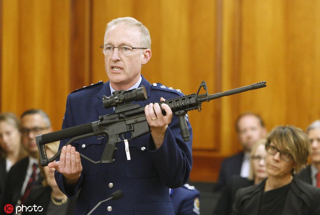 新西兰禁枪法第一轮投票199比1 唯一反对者闹了个笑话