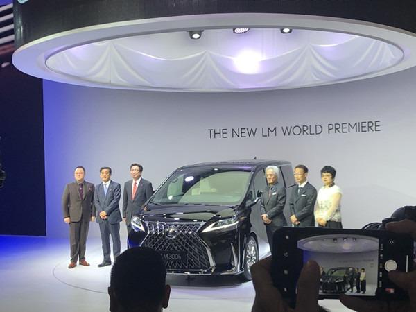 2019上海车展 | 首款MPV车型 雷克萨斯LM全球首发