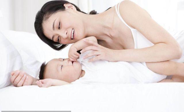 新生儿一月哭,二月闹,三月不睡觉,婴儿发育/