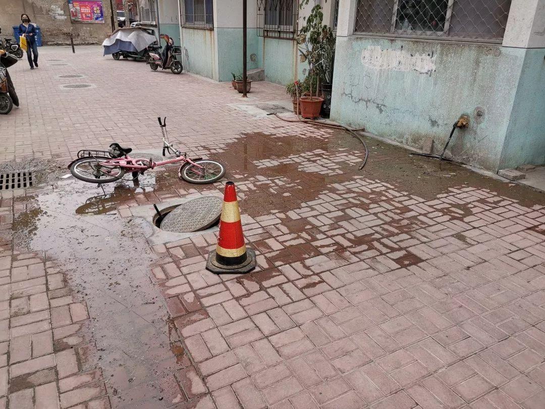 潍坊这个小区没有公共维修基金,下水管道破裂谁买单?