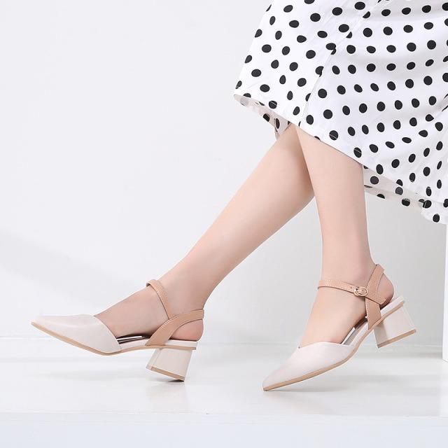 片花朵时尚女凉鞋,领劵到手价39.9元