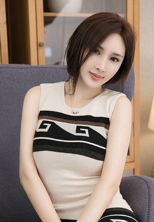 看看这款甜美的吊带连衣裙,上身后时尚又减龄,彰显独特的魅力!