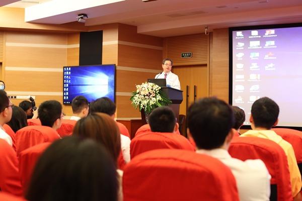 儿童节前准备特殊礼物 上海市慈善基金会牵手九院眼肿瘤团队为患儿送光明