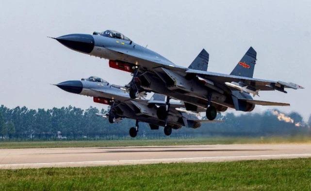 指揮員一聲令下,中國大批殲11B飛往領海上空,這一天等太久了
