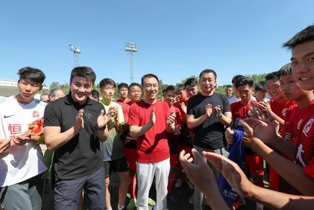 """中国足球需要""""许家印"""