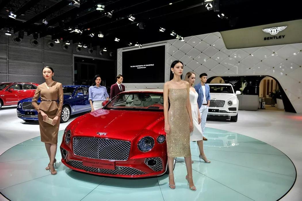全球首款超豪华插电混动SUV车型--宾利添越插电混动版华南首秀