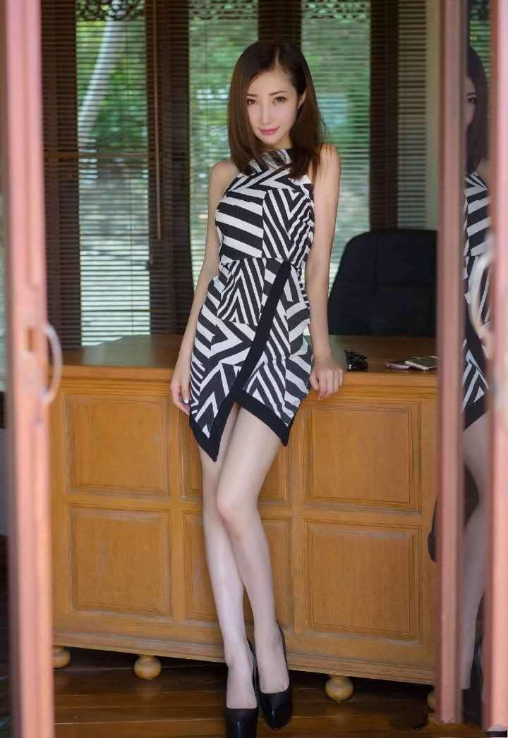 清新甜美 斑马裙时尚小美眉