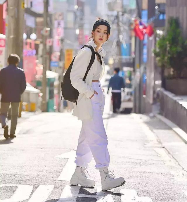 时尚街拍:长腿诱惑的惊艳,美女绽放独特魅力