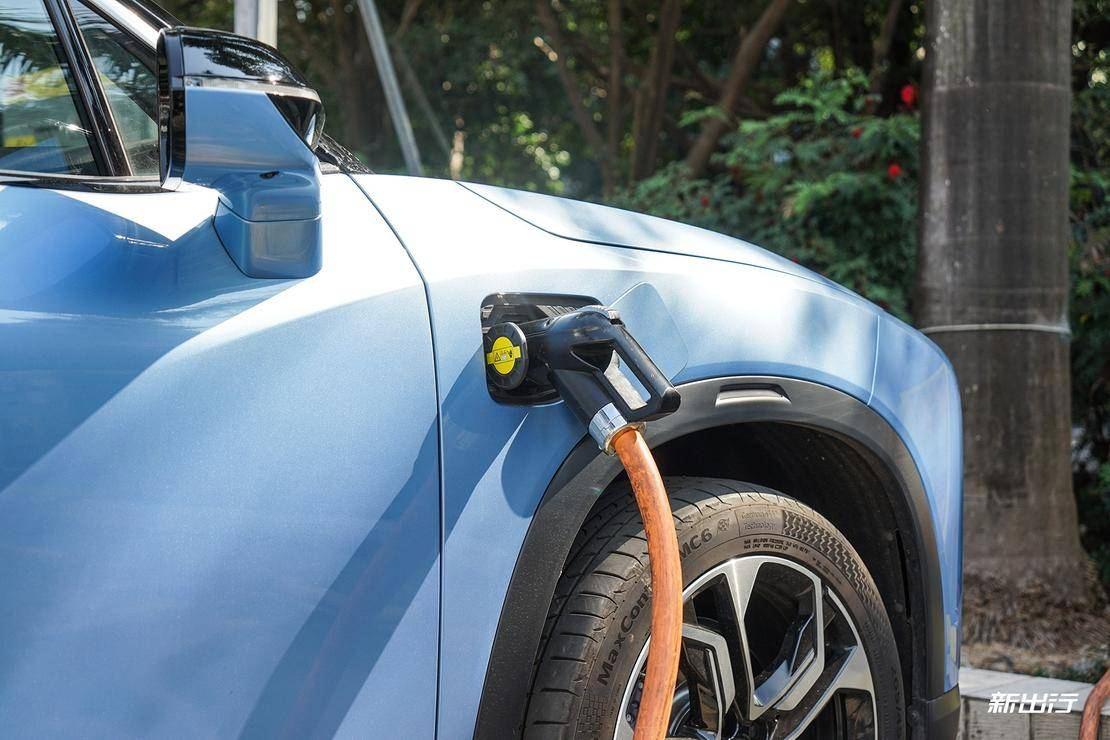 因为成本?看纯电动车型充电口为何有如此多种布局