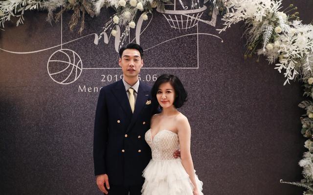 CBA名将孟达昨举行盛大婚礼,迎娶二婚妻