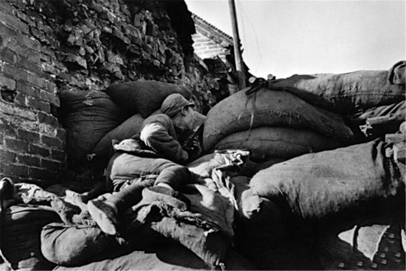 珍贵老照片再现台儿庄战役激烈场景:中国军人不畏牺牲令人动容!