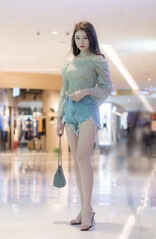 街拍:小姐姐,時尚出街,搭配有致輕熟優雅時尚有范兒!