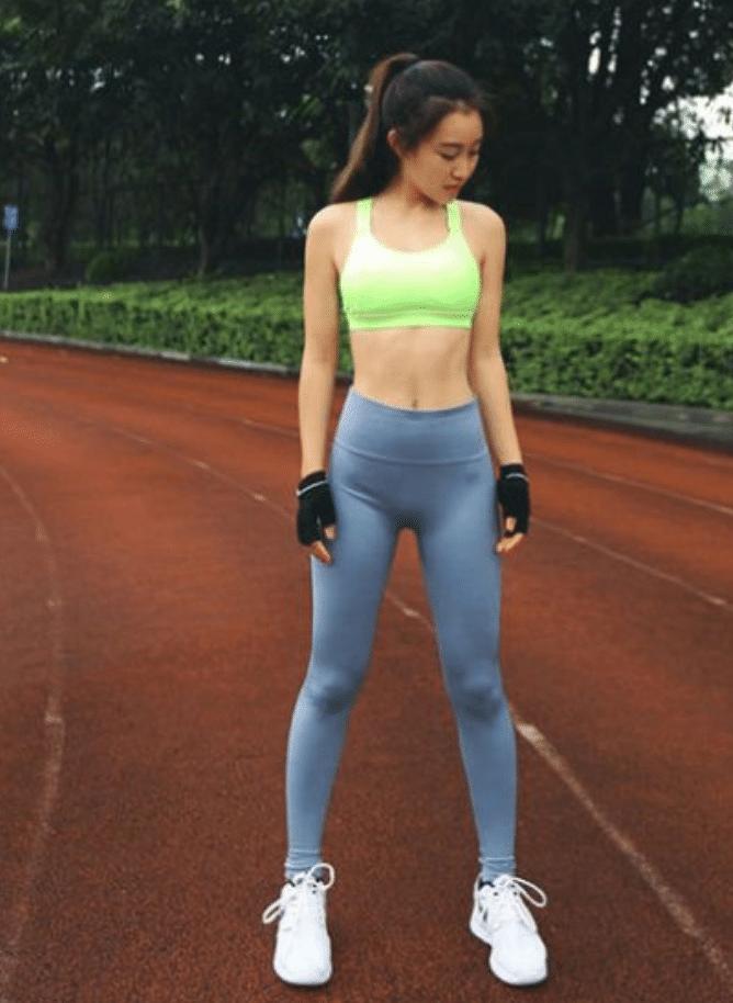 时尚街拍:运动型的美女,身材就是与众不同!