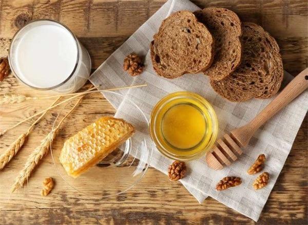 吃了萵苣多久可以吃蜂蜜?萵苣能和蜂蜜一起吃嗎?