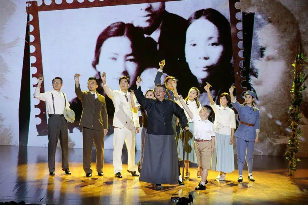视频   真格基金联合创始人王强35年后重返话剧舞台,《梁启超和他的九个儿女》讲述中国式家风