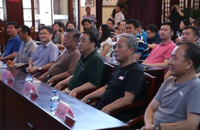 姜昆代表中国文学艺术基金会获捐600万元,专门研究单口喜剧艺术