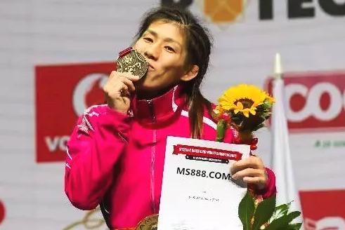 曾三夺必赢体育奥运冠军的日本摔跤名将吉田沙保里宣布退役 完美谢幕