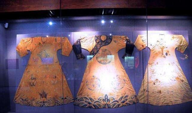 歷史上唯一穿龍袍下葬的女人 武則天和慈禧都沒敢這么做