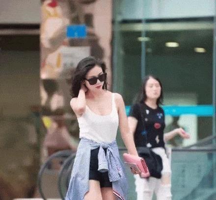 街拍路邊時尚美女! 緊身連體裙各種時尚搭配靈感