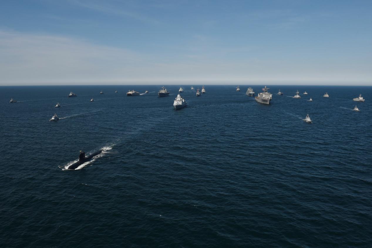 北約大批軍艦在俄家門集結,大批戰機飛越近海,克宮:將全力反擊