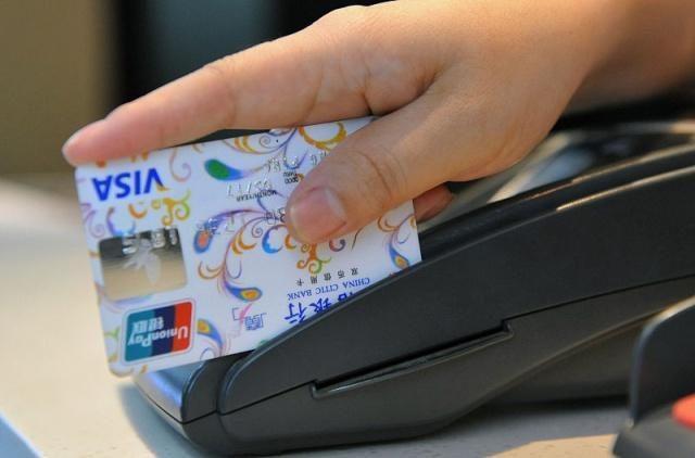 信用卡逾期1萬,已經三個月了,剛打電話說要報案,我該怎么辦?