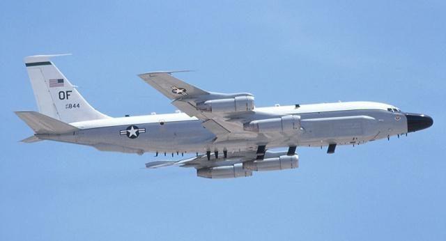 美偵察機拒絕俄請求,蘇30直接鎖定打開火控雷達,飛行員迅速認慫