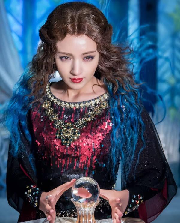 娛樂圈4個新疆美女明星,唯獨風情萬種的她沒能走紅