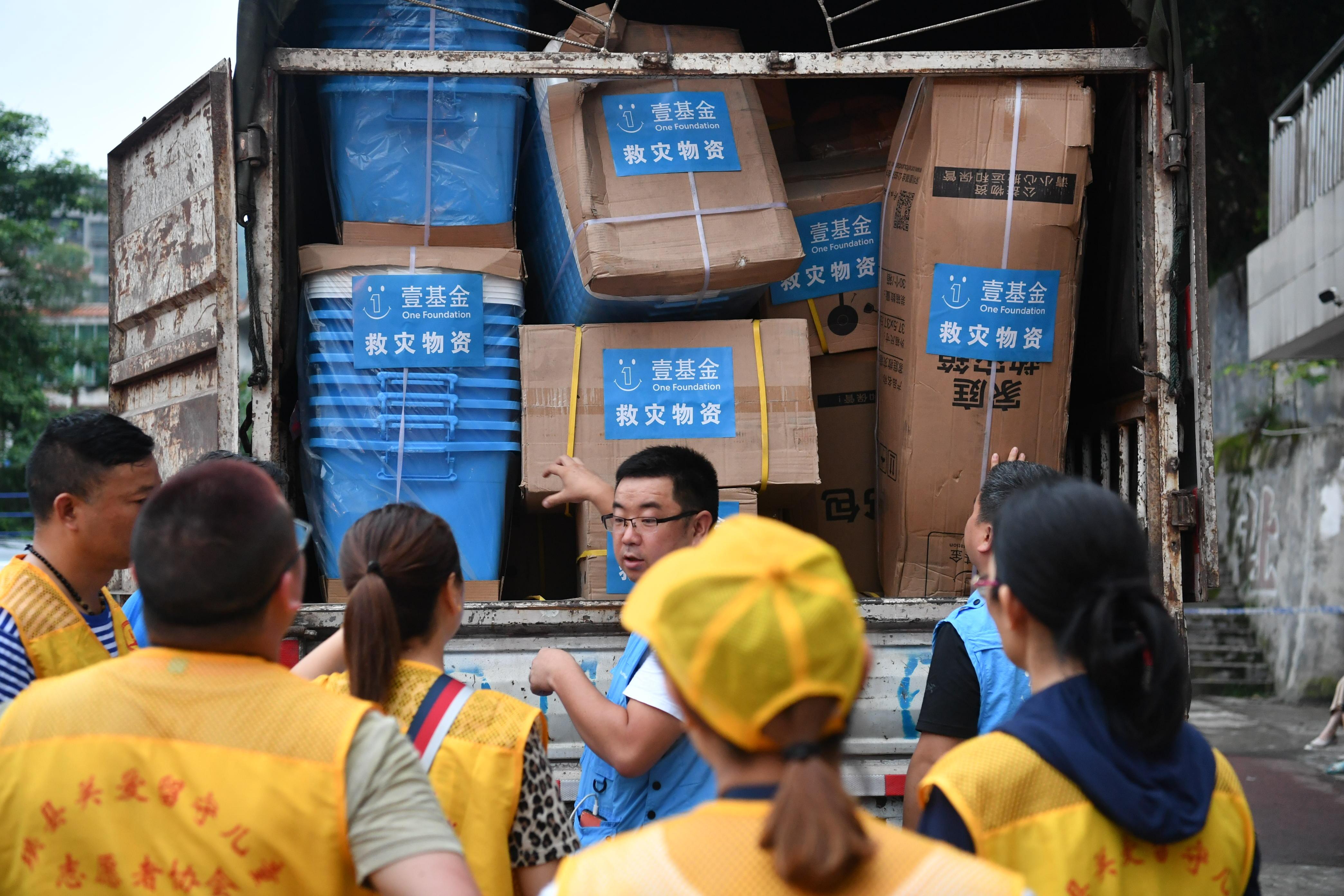 壹基金救在壹线,驰援四川宜宾地震,物资紧张有序发放中