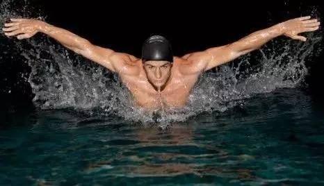 初学游泳,方法比动作重要!