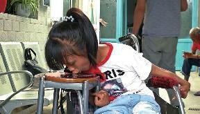 用嘴唇打字速度不输常人 轮椅女孩有个微商脱贫梦