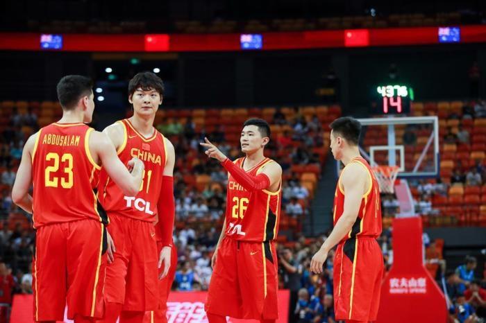三分球6中0场均仅得到2分,CBA的水花兄弟到了中国男篮只剩水