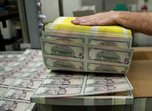 外汇亚盘:美元从3周高点小幅回落 日本核心机械订单降幅远超预期