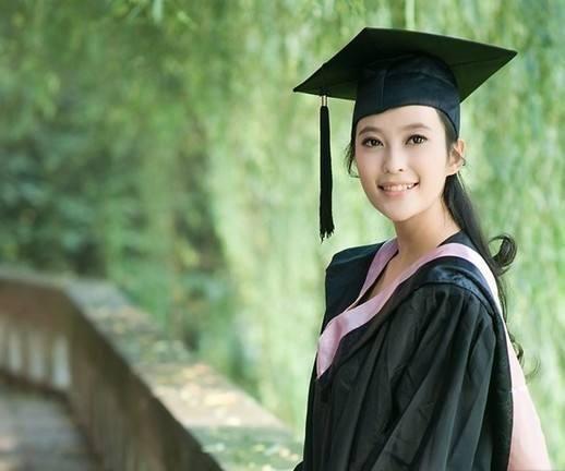 985、211的畢業生,考縣和鄉鎮公務員值得嗎?學姐含淚哭訴