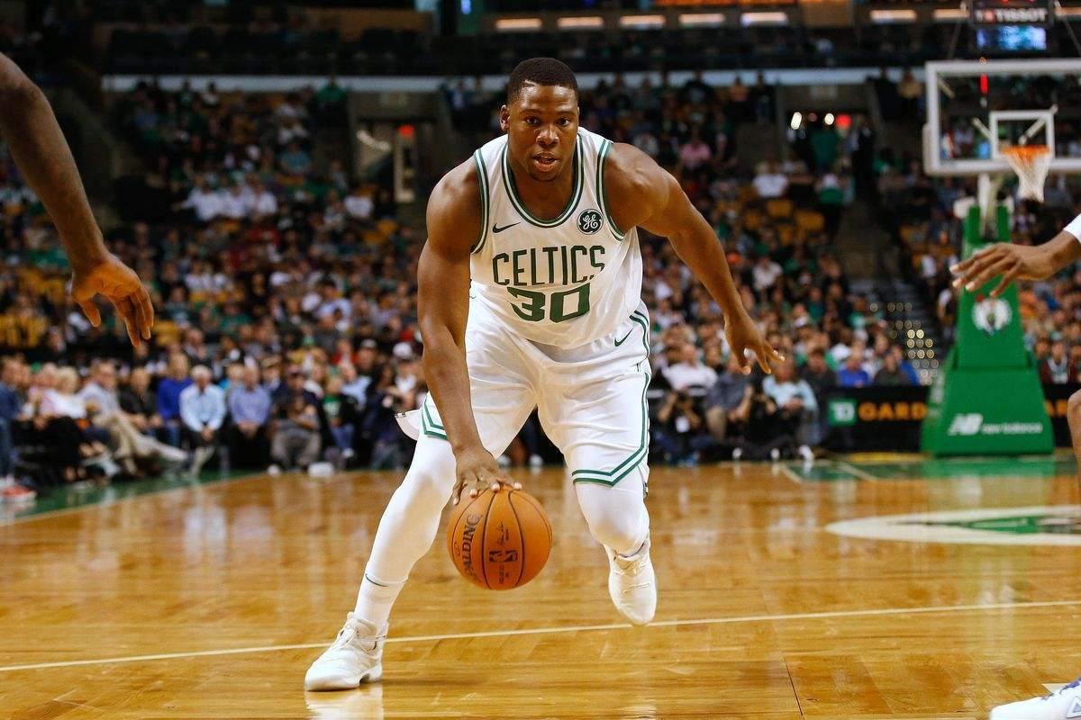 上海男篮旧将被NBA裁员,CBA场均21+9,因保护郭艾伦被赞暖心