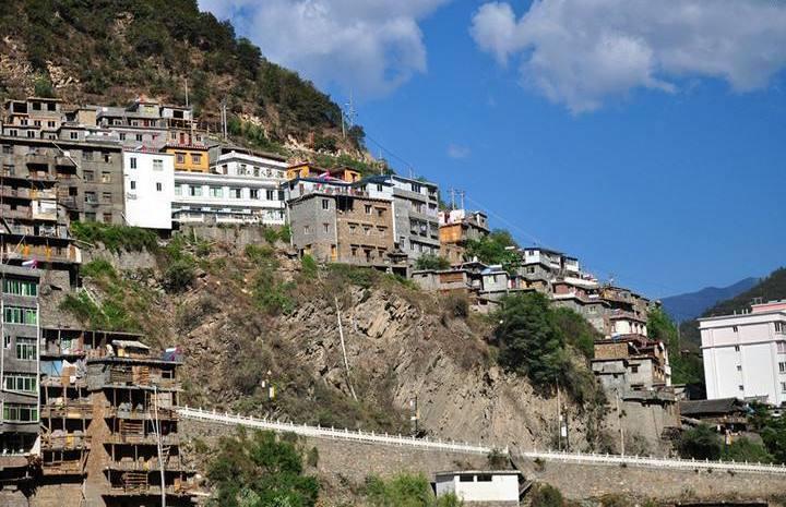 四川唯一建在懸崖上的城市,面積不足1平方,住的全是江景房