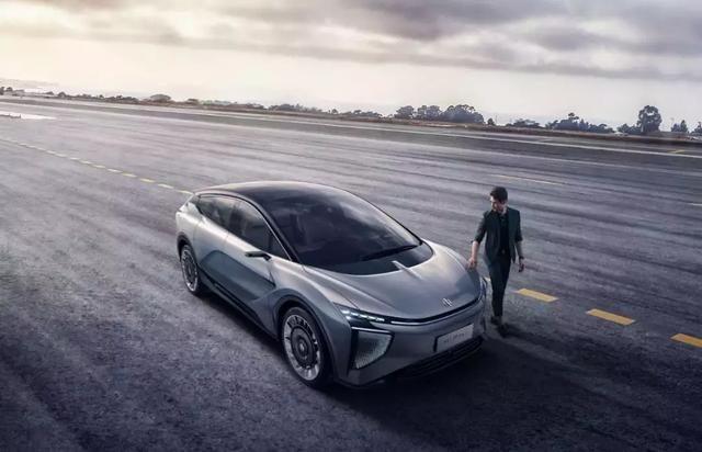 """纯电SUV""""+超跑性能 华人运通首款量产车型你怎么看?"""