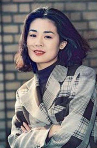 她是一代人的夢中情人,和姜文是同班同學,今因為兒子被大家關注