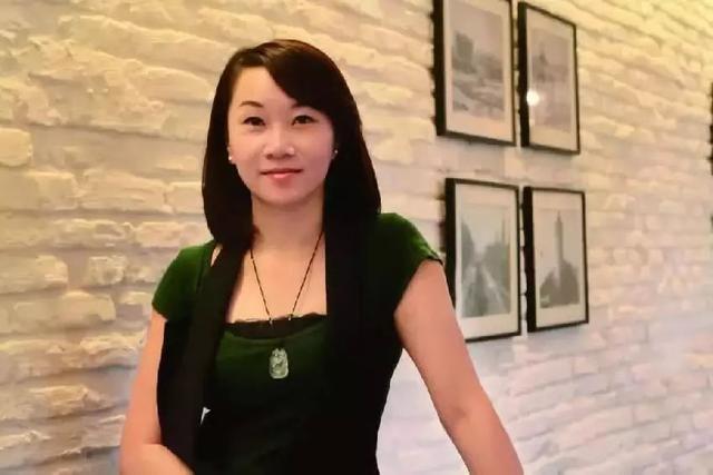 24岁美女抵押房子搞餐饮,赔光50万后起死回生,如今已爆红10年!